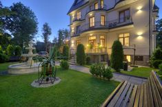 Built before the Second World War and set in Zakopane, 800 m from Krupówki, Willa Roztoka offers accommodation with free WiFi and flat-screen TV. Second World, World War Two, Poland, Flat Screen, Mansions, House Styles, Building, Home Decor, World War Ii