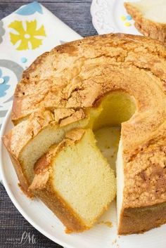 V's Million Dollar Pound Cake recipe has a fine, rich, smooth texture with classic vanilla flavor. Perfect after dinner dessert. Add half heavy cream and milk and sour cream. Just Desserts, Delicious Desserts, Dessert Recipes, Yummy Food, Apple Desserts, Food Cakes, Cupcake Cakes, Bundt Cakes, Cupcakes