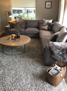 Small Living Room Design, Small Living Rooms, Living Room Designs, Living Spaces, Diy Home Decor For Apartments, First Apartment Decorating, Apartments Decorating, Small Apartments, Shabby Chic Living Room