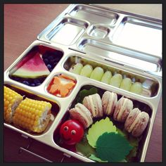 A Very Hungry Caterpillar themed lunch in the Planetbox Rover. Bento Recipes, Lunch Box Recipes, Lunch Snacks, Kid Lunches, Lunchbox Ideas, School Lunches, Bento Ideas, Snack Box, Kid Snacks