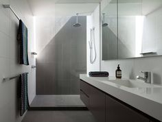 Der #Kunststein #Waschtisch sieht modern und innovativ aus – fügt sich dabei ideal in jedes Badzimmer ein.   http://www.granit-naturstein-marmor.de/caesarstone-waschtische-innovative-caesarstone-waschtische