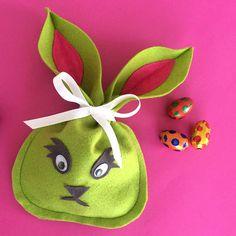Osterhasen-Säckli  - Anleitung auf dem musterkitz-Blog! Blog, Christmas Ornaments, Holiday Decor, Home Decor, Easter Bunny, Tips And Tricks, Easter, Tutorials, Xmas Ornaments