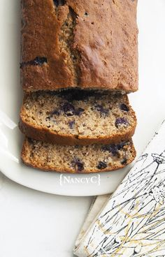 This recipe was a little experiment for me. I wasn't sure how it would turn out, but I really liked it! This Blueberry-Applesauce Bread is a great quick bread for summer-into-fall. Healthy Blueberry Bread, Baking With Applesauce, Applesauce Bread, Blueberry Recipes, Apple Recipes, Applesauce Recipes, Bread Recipes, Tornado Cake