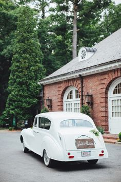 Just Married vintage car: http://www.stylemepretty.com/2015/03/17/blogger-bride-colour-blocs-elegant-garden-wedding/ | Photography: First Mate - http://firstmatephoto.com/