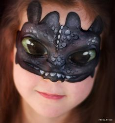 Toothless (from How to Train Your Dragon) makeup. See more inspiring ones at the link!
