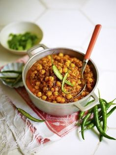 This chickpea curry recipe from Jamie Oliver is great because it is cheap and easy to make, and to top it off it tastes absolutely amazing and keeps well! Tasty Vegetarian Recipes, Curry Recipes, Vegan Recipes Easy, Vegetable Recipes, Indian Food Recipes, Chickpea Recipes, Vegetarian Dinners, Cooking Recipes, Jamie Oliver Vegetarian Curry