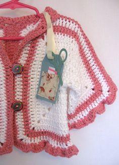 Suéter ganchillo a mano, tamaño infantil 12 meses suéter, suéter de algodón blanco y rosa, Shabby volantes suéter de hecho de defectos