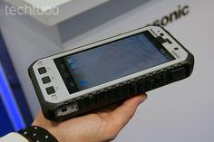 Panasonic lança novos modelos de smarts ToughPad super-resistentes. Vale lembrar que os aparelhos são voltados para uso corporativo ou industrial. Ainda não há previsão de chegada no mercado brasileiro.