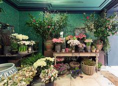 We love this new flower shop in Paris and in our favorite neighborhood too.Rambert Rigaud Fleuriste en Herbe – 2 Rue de l'Université, 75007 Paris Most Beautiful Flowers, Love Flowers, Beautiful Things, Garden Shop, Home And Garden, Flower Shop Interiors, Paris Shopping, Flower Power, Decoration