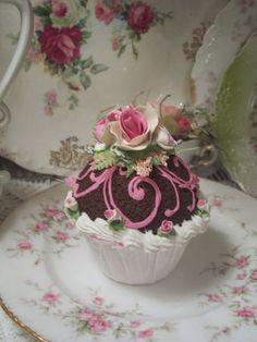 (elenora)Life Size  Cupcake Fake Food Cottage Decor