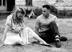 """Forrest Gump  """"quelquefois on n'a pas assez de pierres....""""  Un personnage émouvant et tendre, remarquablement joué par un Tom Hanks tout simplement parfait."""