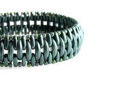 Crescent and bar beads bracelet  http://www.sashe.sk/kacenkag/detail/crescent-zeleny-matny
