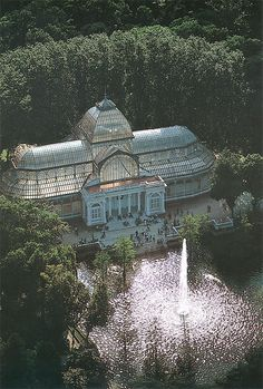 The Palacio de Cristal is a glass and metal structure located in Madrid's Buen Retiro Park. It was built in 1887 to exhibit flora and fauna from the Philippines. The architect was Ricardo Velázquez Bosco