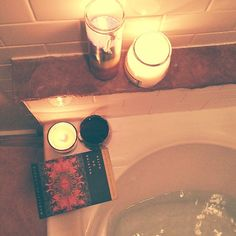 .@livelightly | Hot water, three candles, one glass of wine, and a delicious book