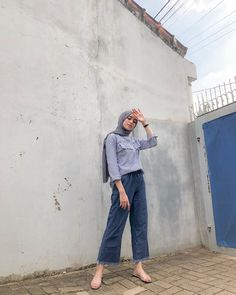 Hijab and jeans? Why not! Modern Hijab Fashion, Street Hijab Fashion, Hijab Fashion Inspiration, Muslim Fashion, Hijab Fashion Style, Fashion Outfits, Women's Fashion, Fashion Trends, Casual Hijab Outfit