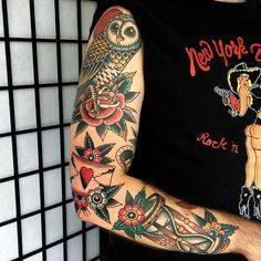 #tattoo by @lewisparkin ............#traditional #traditionaltattoo #traditionalartist #oldtattoo #oldschooltattoo #tattooartist #tattooart #tattoos #ink #inked #classictattoo | Artist: @traditionalartist