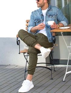 Men's green sneakers. Sneakers happen to be an element of the fashion world more than perhaps you believe. Today's fashion sneakers carry little likeness to their earlier predecessors but their popularity remains undiminished.