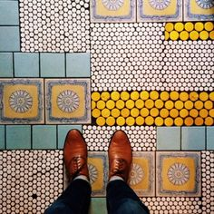 Mosaic floor design ideas for makeover your home 86 - Savvy Ways About Things Can Teach Us Floor Design, Tile Design, Quirky Decor, Decoration Originale, Floor Patterns, Interior Inspiration, Color Inspiration, Interior And Exterior, Sweet Home