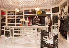 Kris Jenner House: Inside Her Calabasas Mansion Casa Da Kris Jenner, Kris Jenner House, Master Closet, Closet Bedroom, Master Bedroom, Walking Closet Ideas, Jeff Andrews Design, Calabasas Homes, Kardashian Home