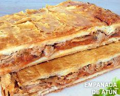Empanada rellena de pisto y atún