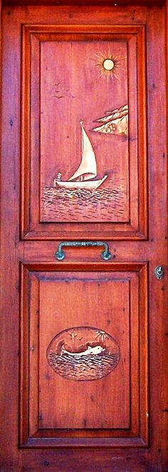 LOVE the colors on this door. I might have carved something a little different not being a sailor or fisherman, but I can still appreciate the workmanship.