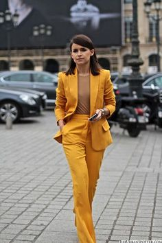 Miroslava Duma in a supreme yellow suit. Love that she paired this with a brown tee.
