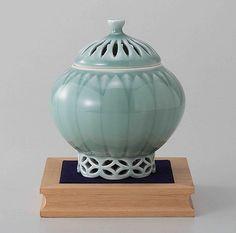 Tokyo Matcha Selection - [Premium] Arita Celadon Porcelain Cencer : MUM - Incense Burner Holder w Base