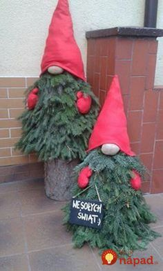 New outdoor Christmas decoration # Christmas decoration - Christmas Decor DIY Porch Christmas Tree, Christmas Tree Painting, Christmas Gnome, Christmas Projects, Winter Christmas, Simple Christmas, Outdoor Christmas Decor Porches, Christmas Decorations For Outside, Christmas Quotes