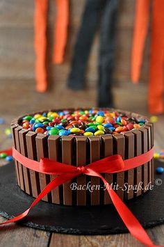 Kitkat M&M's Torte.  Will ich auch backen*-*♡