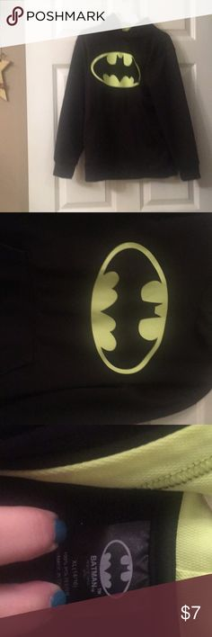 Youth boys size xl (14-16) Batman Tm& DC Comics Youth boys size extra large (14-16) sweatshirt Black Batman TM & DC Comics brand seems to me, in my opinion to run slightly on the smaller side TC & DC Comics Shirts & Tops Sweatshirts & Hoodies