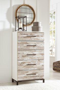 Completați amenajarea din spațiul vostru interior cu o comodă practică și deosebit de estetică. #mobexpert #reduceri #wintersale #mobilierdormitor Furniture Makeover, Dresser, Interior, Modern, House, Design, Home Decor, Powder Room, Trendy Tree