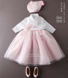 영리 Little Fashion, Baby Girl Fashion, Kids Fashion, Fashion Outfits, Dresses Kids Girl, Kids Outfits, Cotton Frocks For Kids, Moda Kimono, Modern Hanbok