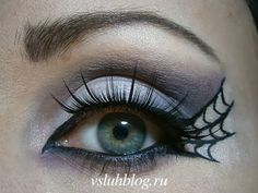 Looking for for ideas for your Halloween make-up? Browse around this website for creepy Halloween makeup looks. Halloween Eye Makeup, Halloween Eyes, Holidays Halloween, Halloween Decorations, Homemade Halloween, Halloween Stuff, Halloween Halloween, Vintage Halloween, Witch Costumes
