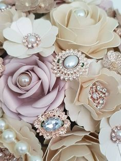 New wedding season, new bouquets to take to the Fayres. I wont show anymore until after tomorrow. come to tomorrow and be the first to see these beauties. Gold Glitter Paper, Rose Gold Paper, Rose Gold Pearl, Pink Paper, Ivory Pearl, Rose Gold Glitter, Beach Wedding Headpieces, Headpiece Wedding, Wedding Fayre