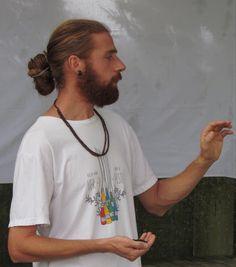 E aí está o professor do curso de Introdução à Permacultura o arquiteto e paisagista Mário Soléo Scalambrino da Casulo Lares Vivos e Saudáveis | O futuro do planeta depende das nossas açôes!  #permacultura #permaculture #permaculturedesign #permaculturegarden #recantoeko #cafenahorta #cafedamanhasaudavel #urbanova #sjc #brazil #hortaorganica by cafenahorta