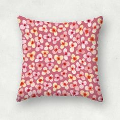 """Flores pétalos redondos en tonos rosa con fondo rosa"" Cojín cuadrado por Yolanda Sanjuan"