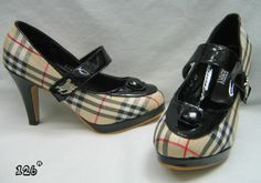 Burberry Beautiful Shoes For Women Fashion Style - Fashion Style Wallpaper
