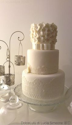 Chic - by luciasimeone @ CakesDecor.com - cake decorating website