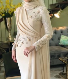 Hijab Evening Dress, Hijab Dress Party, Muslim Fashion, Hijab Fashion, Fashion Dresses, Simple Bridesmaid Dresses, Simple Dresses, Dressy Dresses, Stylish Dresses
