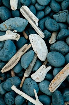 Rock Pebble Stone 岩 石 Pierre камень Pietra Piedra Color Texture Pattern Driftwood & Rocks Palette Design, Pot Pourri, Beach Stones, Beach Rocks, Sticks And Stones, Monochrom, Jolie Photo, Stone Art, Pebble Stone