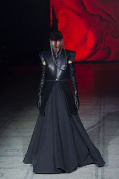 Gareth Pugh Fall 2015 RTW - No, I can't get past the makeup and headgear