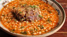 Fasole cu ciolan afumat Romanian Food, Chana Masala, Good Food, Beans, Cooking, Ethnic Recipes, Travel, Women's Fashion, Rezepte