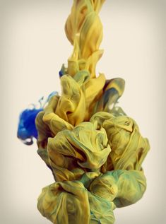 In his ongoing exploration with high-speed photography and color, Alberto Seveso drops plumes of ink into water and captures the results. High Speed Photography, Water Photography, Narrative Photography, Color Explosion, Ink In Water, Photoshop, Photo Series, Ink Art, Swirls