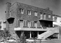 Istniejąca do dziś willa przy ul. Powstała w 1934 r… Bauhaus, Beautiful Buildings, Warsaw, Capital City, Modern Architecture, Poland, Functionalism, Multi Story Building, Art Deco