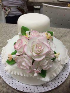 Bolo com bouquet em pasta de flores ( gum paste)