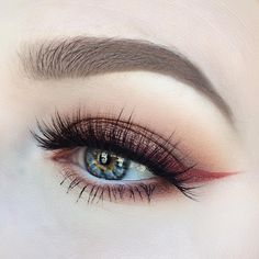 Makeup - Really Pretty Red/Brown Sparkly Eyeshadow With Black Eyeliner & Mascara