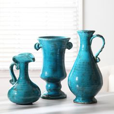Bright teal vases from Hosley Home Decor. #accesories #interiordesign