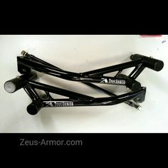 ZeusArmor Stunt Dual Slider Cage for 03-06 Kawasaki ZX6R/636 available by visiting our online store (link in profile) #zeusarmor #dowork #kawasaki #636 #stunt #crashcage