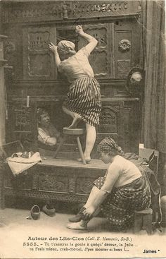 30 Funny Vintage French Postcards Show Daily Life Around Box-Beds From 100 Years Ago ~ vintage everyday Vintage Postcards, Vintage Images, French Vintage, French Postcards, Rococo Furniture, Funky Furniture, Antique Photos, Old Photos, Black N White Images