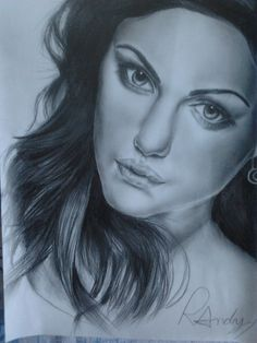 Portrait Phoebe Tonkin!